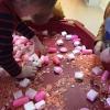 valentijn-experimenteren-met-roze-spekjes-en-gekleurde-rijst